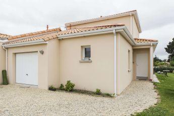 Maisons Bouvier : garage et entrée