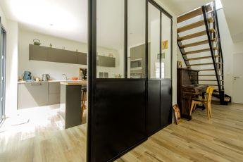 Maisons Bouvier : cuisine avec porte verrière